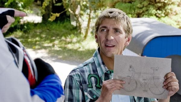 Sah so Paschulkes Fahrrad aus? Fritz (Guido Hammesfahr) hat das vermisste Rad gezeichnet. | Rechte: ZDF/Antje Dittmann