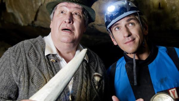 Haben Fritz (Guido Hammesfahr) und Nachbar Paschulke (Helmut Krauss) wirklich die Höhle des Bärstädter Drachens gefunden? | Rechte: ZDF/Antje Dittmann