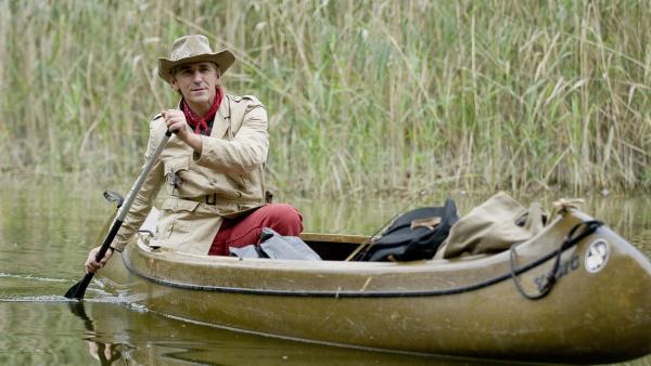 Das Abenteuer wartet! Fritz Fuchs (Guido Hammesfahr) startet mit seinem Kanu auf kühne Fahrt. | Rechte: ZDF/Antje Dittmann