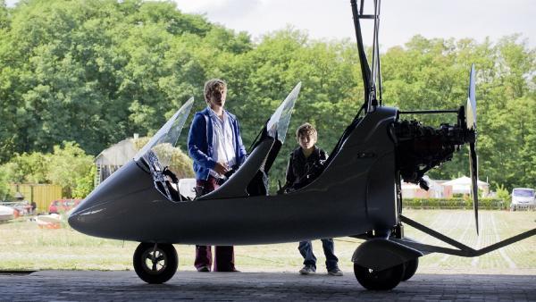 Fritz (Guido Hammesfahr) oder Yunus (Jannis Michel) - für einen von beiden wird der Traum vom Fliegen wahr? | Rechte: ZDF/Antje Dittmann
