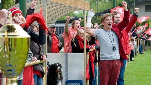 Keks und Fritz jubeln beim Fußballspiel | Rechte: ZDF