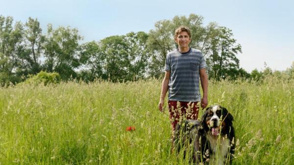 Fritz und Keks auf einer Wiese | Rechte: ZDF