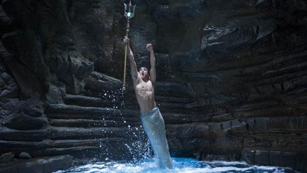 Der Meermann Zac (Chai Romruen) im Moonpool auf Mako Island | Rechte: ZDF/Jonathan M. Shiff Prod./Mark Taylor