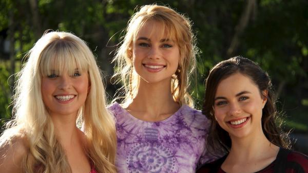 Die Mako-Meerjungfrauen v.l.n.r.: Sirena (Amy Ruffle), Lyla (Lucy Fry) und Nixie (Ivy Latimer) | Rechte: ZDF/Jonathan M. Shiff Prod./Vince Valitutti
