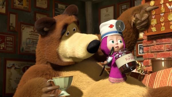 Der Bär ist krank. Mascha untersucht ihn und verordnet Bettruhe. Sie kümmert sich um alles. Das gefällt dem Bären so sehr, dass er gar nicht wieder gesund werden will...   Rechte: KiKA/Animaccord Animation Studio