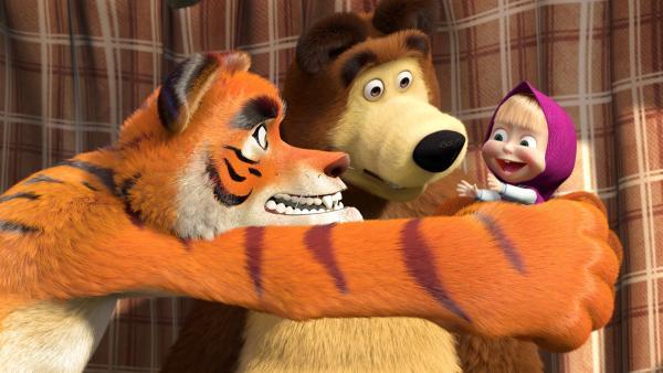 Der Bär bekommt Besuch von seinem alten Freund, dem Tiger. Doch Mascha macht dem Tiger das Leben schwer. | Rechte: KiKA/Animaccord Animation Studio