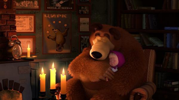 Mascha gruselt sich bei Gewitter. Deshalb darf sie beim Bären übernachten.    Rechte: KiKA/2014-2015 Animaccord Ltd.