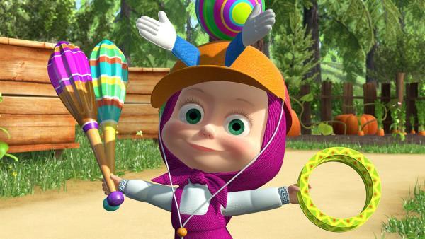 Mascha hat in einer Kiste viele Zirkusartikel gefunden. | Rechte: KiKA/2014-2015 Animaccord Ltd.