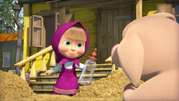 Mascha möchte dem Schwein das Fläschchen geben.    Rechte: KiKA/2014-2015 Animaccord Ltd.