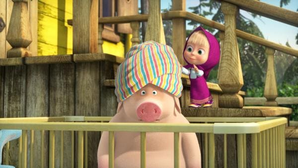 Das Schwein muss Maschas Baby herhalten.    Rechte: KiKA/Animaccord LTD
