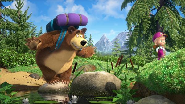 Der Bär muss mehr als einmal die von allen Naturerlebnissen begeisterte Mascha vor Stürzen und Unglücken retten.   Rechte: KiKA/Animaccord Animation Studio