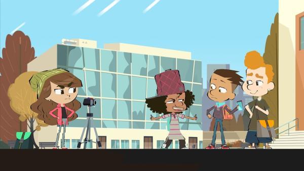 Emilia beim Drehen eines Films für die Schule, doch Maurice, Max und Leon (v.l.) machen nur Quatsch.   Rechte: hr/Monello Productions - MP1