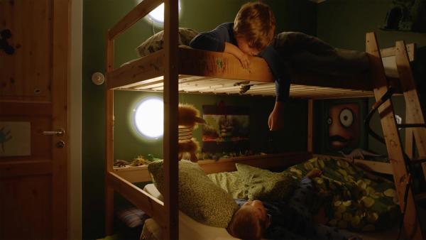 Marlon (Martin Evensen, unten) übernachtet bei seinem Freund Hugo (Petter Mortensen, oben). | Rechte: WDR/NRK Super/Beta Film GmbH