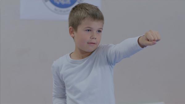Marlon (Martin Evensen) gefällt die Probestunde beim Taekwondo-Training gut. | Rechte: WDR/NRK Super/Beta Film GmbH