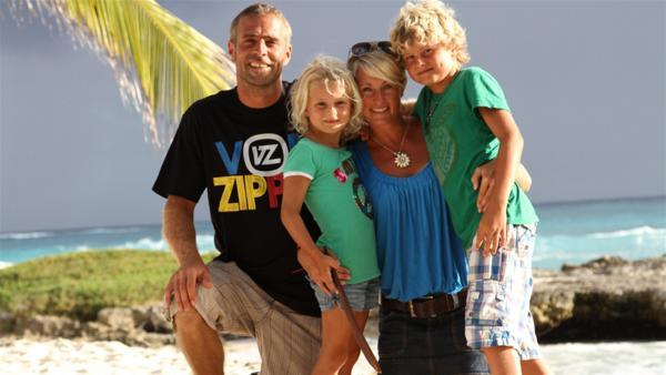 Merla und Leo mit ihren Eltern | Rechte: SWR/Tonix Pictures GmbH