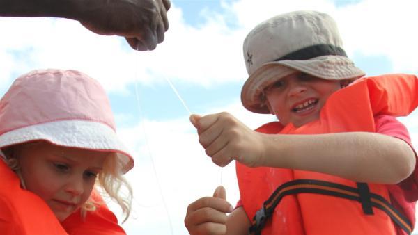 Bei Leo hat ein Fisch angebissen! | Rechte: SWR/Tonix Pictures GmbH