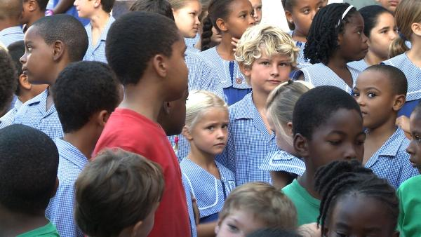 Auch wenn Merla und Leo aussehen wie die anderen Kinder – weil sie die Sprache nicht verstehen, ist es dort in der Schule ganz schön schwierig. | Rechte: SWR/Tonix Pictures GmbH