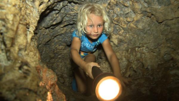 Merla und Leo wollen eine Höhle tief im Dschungel erforschen. | Rechte: SWR/Tonix Pictures GmbH