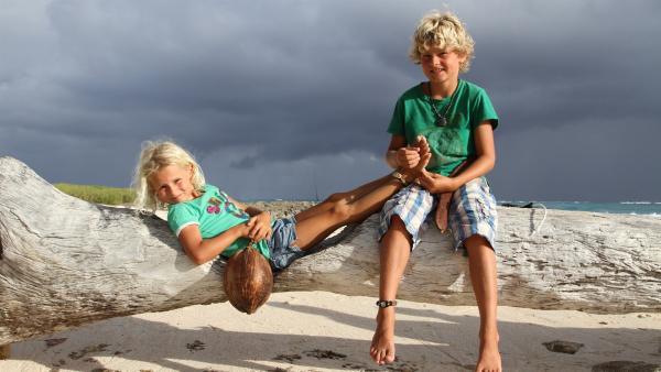 Die Geschwister Merla (5) und Leo (9) erleben eine aufregende Zeit in der exotischen Welt der Karibik. | Rechte: SWR/Tonix Pictures GmbH