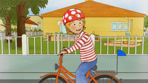Conni kann endlich Fahrrad fahren. Schnell muss Conni ihre Fahrkünste ihrer Freundin Anna vorführen. | Rechte: ZDF/Henning Windelband/Youngfilms GmbH