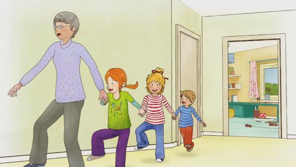 Conni liebt ihre Oma sehr. Sogar zur Uhrzeit fällt ihr ein Reim ein, den sie alle singen und tanzen können.   Rechte: ZDF/Henning Windelband/Youngfilms GmbH