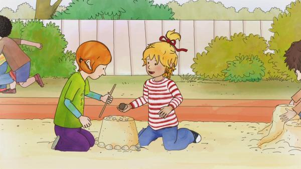Conni und ihre Freundin Anna treffen sich auf dem Spielplatz, um ihre neusten Geheimnisse auszutauschen.   Rechte: ZDF/Henning Windelband/Youngfilms GmbH