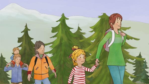 Conni wandert mit ihrer Familie in den Bergen. | Rechte: ZDF/Henning Windelband/Youngfilms GmbH