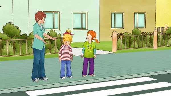 Mama unternimmt mit Conni und Anna (re.) einen Spaziergang durch die Stadt. | Rechte: ZDF/Henning Windelband/Youngfilms GmbH