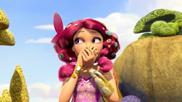 Der magische Armreif hat Mia in die fantastische Welt von Centopia gebracht, in der sie eine wunderschöne Elfe ist. | Rechte: ZDF/2012 Lucky Punch/Rainbow/March Ent.
