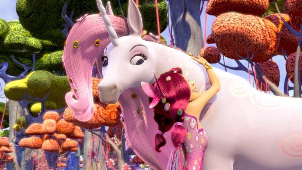 Mia freut sich Lyra wiederzusehen.   Rechte: ZDF/2012 Lucky Punch/Rainbow/March Ent.