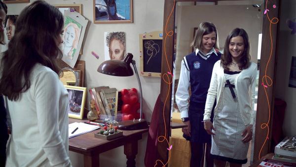 Mia (Rosabell Laurenti Sellers) probiert ihr neues Kleid an. | Rechte: ZDF/Carlo Valentini