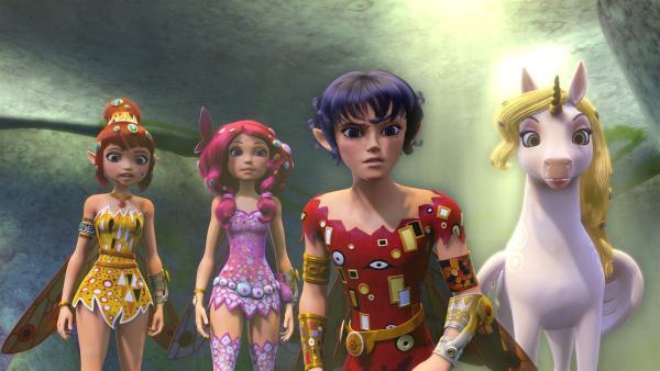 Welche Geheimnisse wird die Höhle der Wahrheit wohl preisgeben? Yuko (li.), Mia (2.v.li.), Mo (2.v.re.) und Onchao (re.) sind gespannt. | Rechte: ZDF/2012 Lucky Punch/Rainbow/March Ent.