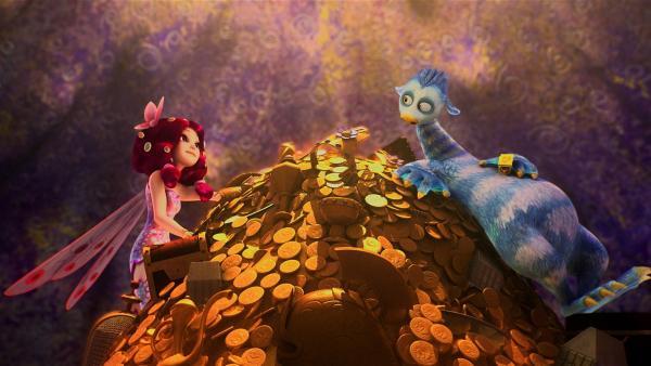 Mia findet Scrobbit mit dem gestohlenen Teil der Einhorn-Krone im Schatzkeller von Polytheus. | Rechte: ZDF/Hahn & m4e Productions/Rainbow