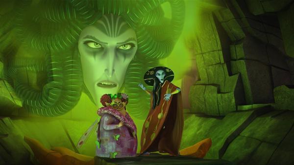Der geheimnisvolle, böse Dunkel-Elf ist erzürnt, dass es Rixel (li.) und Gargona (re.) nicht gelungen ist, Onchao einzufangen. | Rechte: ZDF/Hahn & m4e Productions/Rainbow