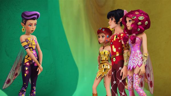 Eine neue Elfe (li.) erscheint plötzlich in Centopia, sie nennt sich Varia. Aber ihr Name ist alles, an das sie sich erinnern kann. | Rechte: ZDF/2015 Hahn & m4e Productions/Rainbow