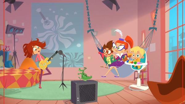 Lola spielt Miss Moon und Luke ihren neusten Song vor. | Rechte: KiKA/Safari de Ville/TF1/PGS Entertainment