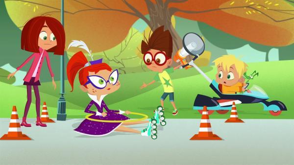 Inline-Skaten ist nicht Miss Moons Stärke. | Rechte: KiKA/Safari de Ville/TF1/PGS Entertainment