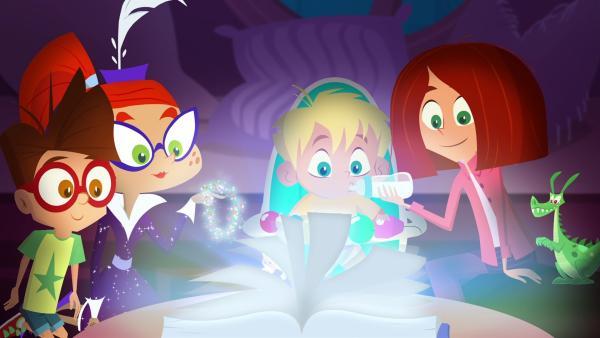 Im Magischen Buch sucht Miss Moon nach einem Drachenmädchen für Mr. Pick. | Rechte: KiKA/Safari de Ville/TF1/PGS Entertainment