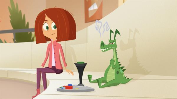 Lola bringt Mr. Pick das Video-Game spielen bei.   Rechte: KiKA/Safari de Ville/TF1/PGS Entertainment