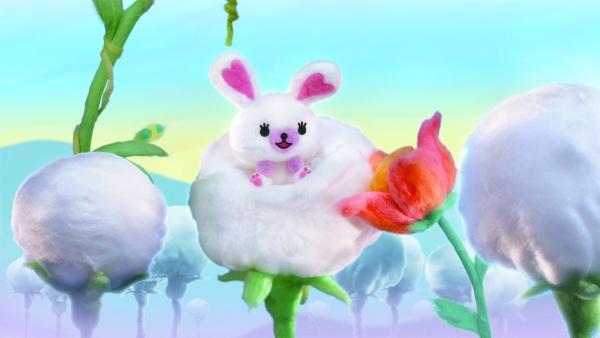 Das kleine Kaninchen Mofy lebt in einem kuschelweichen Wald mit ihren besten Freunden. Sie liebt es fröhlich zu sein und zu singen. Ihr Bett ist in einer Baumwollkugel. | Rechte: ZDF/SCP/AA/RAI