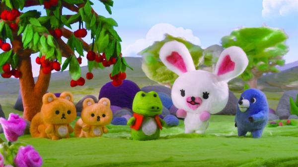 Die kleine Mofy (2.v.r.) lebt mit ihren Freunden Monty (r.), Harry (3.v.l.) und den vergesslichen Eichhornbrüdern Flips und Flaps (l.) in einem wunderschönen Land. | Rechte: ZDF/SCP/AA/RAI