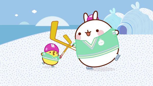 Molang und Piu Piu spielen Hockey auf einem zugefrorenen See. | Rechte: hr/Millimages