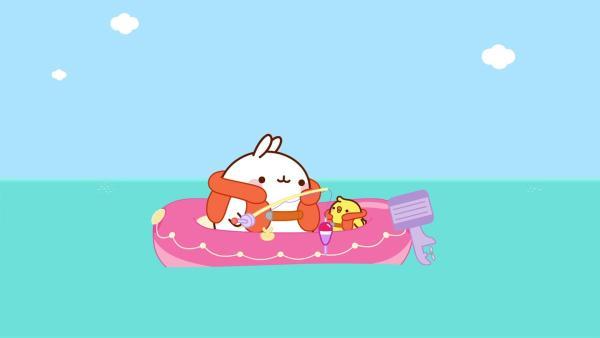 Molang und Piu Piu sitzen friedlich in einem Schlauchboot und angeln. | Rechte: hr/Millimages