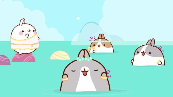 Molang und Piu Piu treffen auf Meerjungfrauen. Molang ist vom Gesang der Meerjungfrauen ganz hin und weg und begibt sich dabei in Gefahr. | Rechte: hr/Millimages