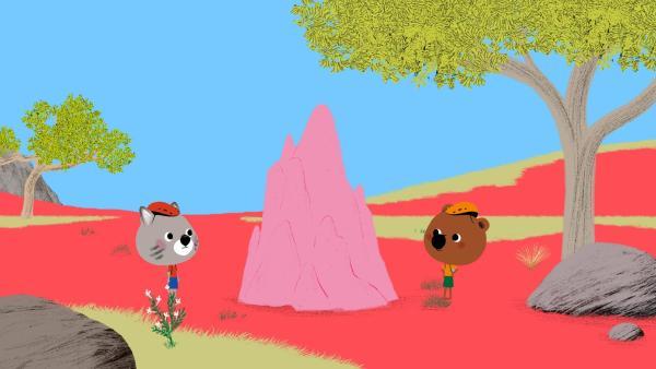 Mouk und Chavapa finden einen Termitenhügel. | Rechte: KiKA/ Millimages