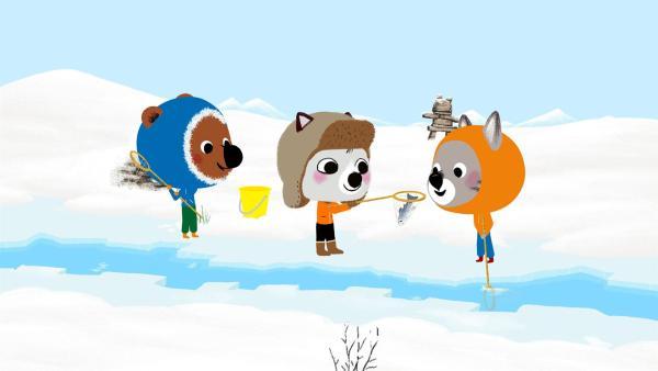 Mouk und Chavapa werden in Kanada von dem Inuit-Jungen Amaruk zum Angeln in sein Heimatdorf  ins Inuitland eingeladen. | Rechte: KiKA/Millimages