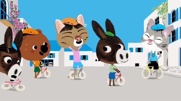 In Cassandras Dorf auf Kreta herrscht große Aufregung. Das Radrennen soll bald beginnen. | Rechte: KiKA/Millimages