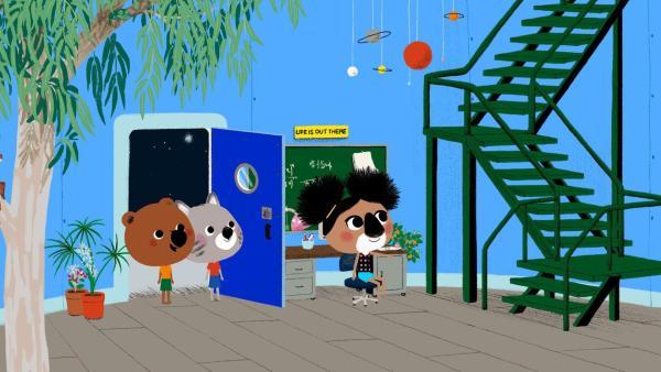 Mouk und Chavapa beeindruckt von dem Observatorium, das Kelly ihnen zeigt. | Rechte: KiKA/Millimages