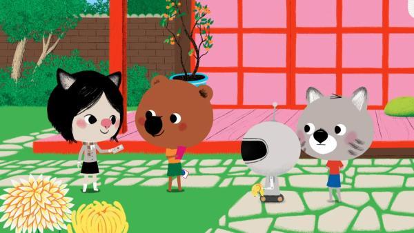 In Tokio werden Mouk und Chavapa von ihrer Freundin Atu eingeladen, die ihnen etwas ganz Besonderes zeigen will. Es ist ein Roboter, der leicht zu programmieren ist. | Rechte: KiKA/Millimages