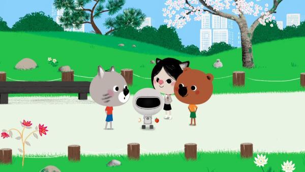 Mouk, Chavapa und Atu haben ihren entlaufenen Roboter im Park wiedergefunden. | Rechte: KiKA/Millimages